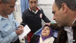Palestinian policeman takes statement from woman wounded near Hebron (23/01/13)