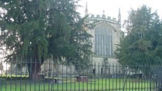 Eglwys Holl Saint, Gresffordd