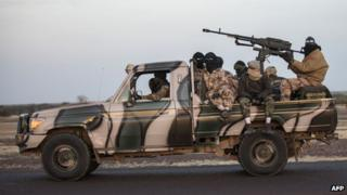 Convoy of Malian soldiers on their way to Mopti (19 January 2013)