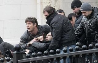 Bodyguards carry Zlatomir Ivanov to safety after he was shot in front of the Supreme Court of Appeal in Sofia, 29 January
