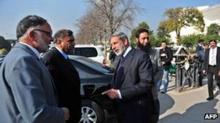 National Accountability Bureau Director General Subha Sadiq (second on the left) talks with other officials outside the Supreme Court in Islamabad on 23 January 2013