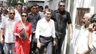 Mohamed Nasheed walking to embassy, 13 February 2013