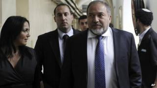 Avigdor Lieberman and aides arrive at Jerusalem District Court (17 Feb 2013)