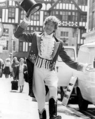 Michael Crawford in Barnum at the London Palladium in 1981