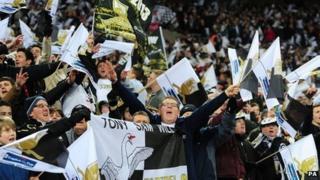Cefnogwyr Abertawe yn Wembley