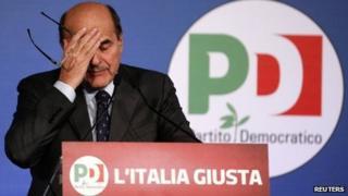 Pier Luigi Bersani rubs his forehead (26 February 2013)