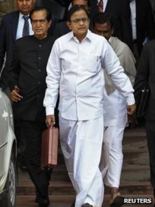 """India""""s Finance Minister Palaniappan Chidambaram walks as he leaves his office to present the 2013/14 federal budget in New Delhi February 28, 2013."""