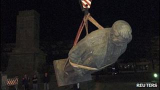 Removal of Stalin statue in Gori, June 2010