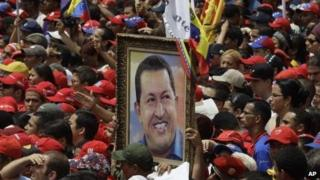 Crowd mourns Hugo Chavez in Caracas
