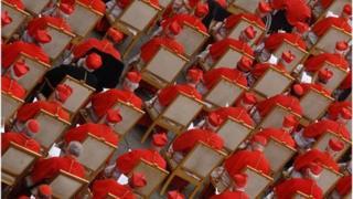 Y Cardinaliaid mewn gwasanaeth