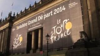Tour de France sign at Leeds Town Hall
