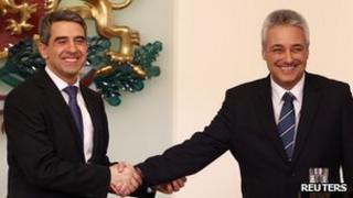Bulgarian President Rosen Plevneliev (L) shakes hands with Marin Raikov