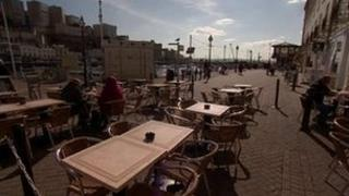 Outdoor cafe tables in Torquay
