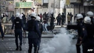 Bahraini riot policemen confront Shia demonstrators in Daih, West of the capital Manama – 14 Feb 2013