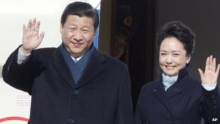 Chinese President Xi Jinping and his wife, Peng Liyuan, waving upon their arrival at Vnukovo II government airport outside Moscow, Russia, 22 March 2013