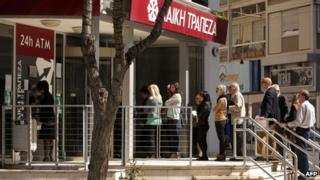 Queues outside a branch of Cyprus's Laiki Bank in Nicosia on 29/3/13