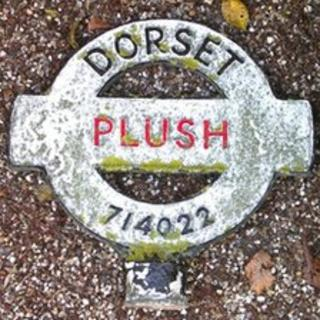 The old roundel on the Plush fingerpost sign