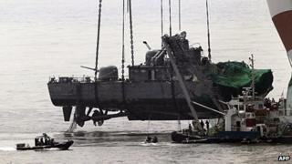 A crane lifts the Cheonan from the seabed (12 April 2010)