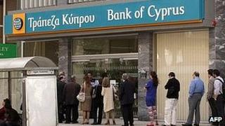 Queue outside Bank of Cyprus, 2 Apr 13