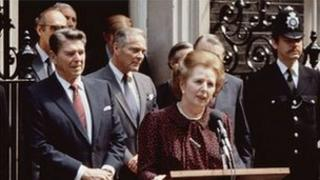 Margaret Thatcher gyda Ronald Reagan