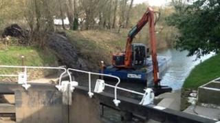 Hanham lock being dredged