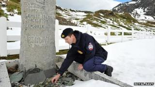 Stone being returned to Shackleton's grave