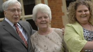 Professor Sir Robert Edwards (L) with Louise Brown (R) and her mother Lesley Brown (middle)