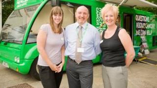 Macmillan Cancer Information Bus