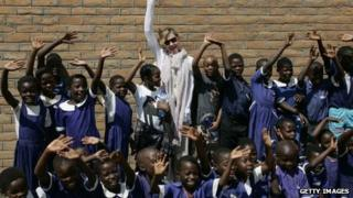 Madonna (C) flanked by her Malawian adopted children on April 2, 2013 at the Mkoko Primary School in Malawi