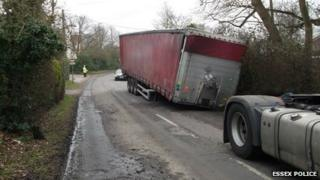 Lorry and unhitched trailer