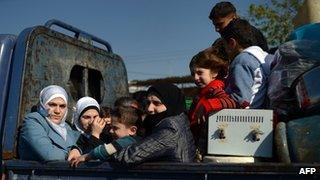 Syrians flee fighting in the city of Aleppo