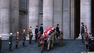 Arch yn ystod yr ymarfer ar gyfer angladd y Farwnes Thatcher