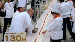 World's longest roll cake