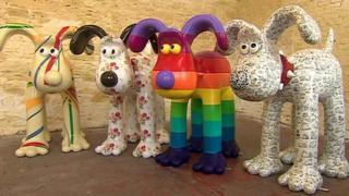 Giant Gromit sculptures unveiled in Bristol