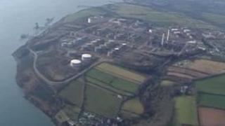 Terfynell LNG ger porthladd Aberdaugleddau