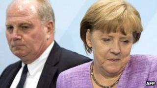 Uli Hoeness (l) with Chancellor Merkel in September 2012