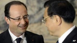 French President Francois Hollande, left, and Chinese Premier Li Keqiang 26 April 2013