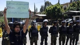 Yemeni man protesting against drone strikes, Sanaa (29/04/13)