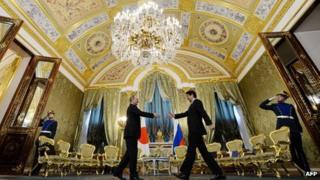 Russia President Vladimir Putin and Japanese PM Shinzo Abe at the Kremlin (29 April 2013)