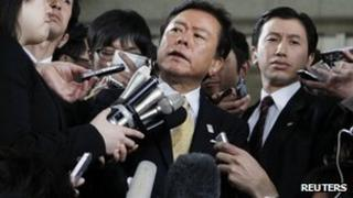 Tokyo Governor Naoki Inose (C) speaks to reporters in Tokyo on 30 April 2013