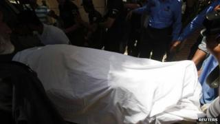 Sarabjit Singh's body is moved after an autopsy, 2 May 2013