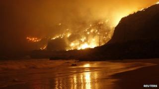 Fire burns on the Pacific coast near Los Angeles, California 3 May 2013