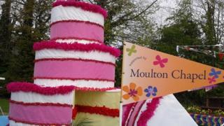 Cake float at Spalding Flower Parade