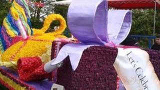 Present float at Spalding Flower Parade