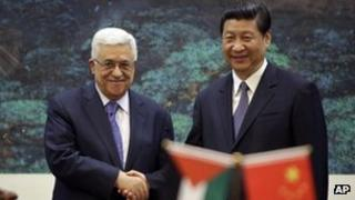 Palestinian leader Mahmoud Abbas (left) and Chinese President Xi Jinping (06/05/13)