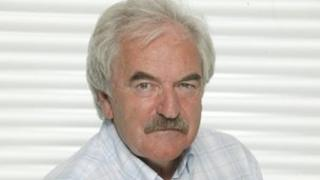 Des Lynam endorses UKIP and rewrites Send in the Clowns