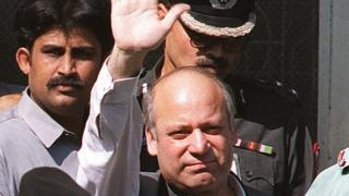 Toppled former Prime Minister Nawaz Sharif waves to the media whilst leaving the Anti-Terrorism Court No. 1 in the port city of Karachi, November 22, 1999. Sharif is being detained by the army after it seized power 12 October following bloodless military coup.