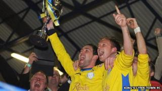 King's Lynn Town lift the Evo-Stik One South league trophy