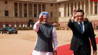 Indian PM Manmohan Singh with Chinese Premier Li Keqiang