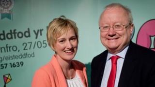 Efa Gruffydd Jones a Leighton Andrews